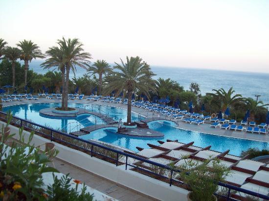 Kiotari, Yunani: cenando fuori con vista sulla piscina principale