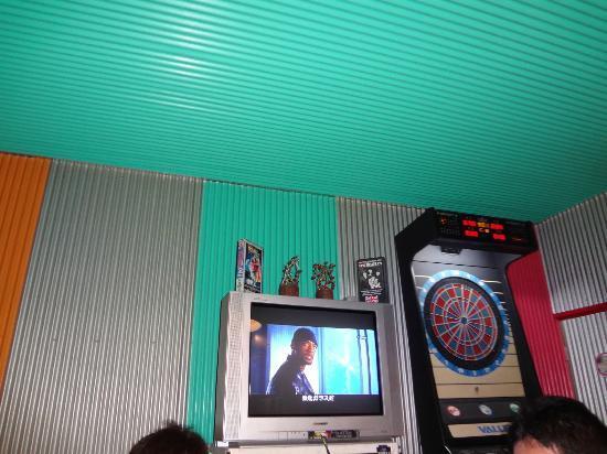 Marty Mouse: 食堂のテレビです。