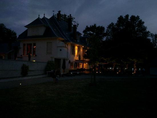 Les Saints Peres: La vista del ristorante la sera