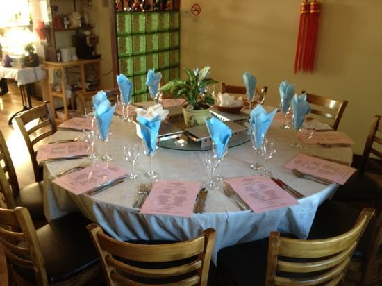 Lili's Chinese Restaurant: circle table for 11...