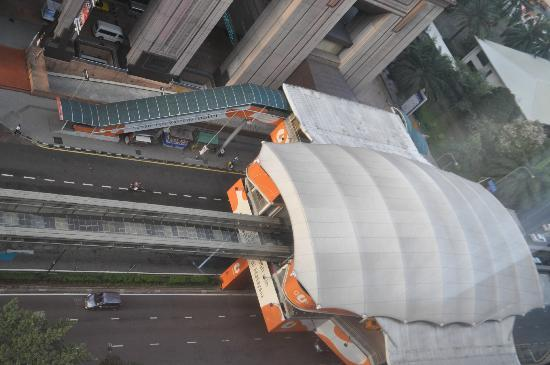 "Melia Kuala Lumpur : station de monorail ""Imbi"" juste en dessous"