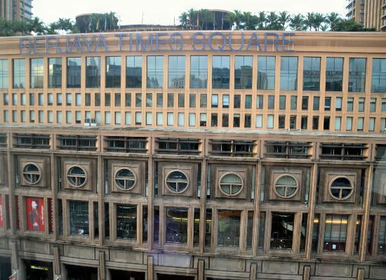 Melia Kuala Lumpur : shopping center en face