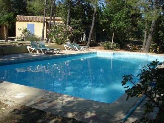Le Clos des Cigales : la piscina
