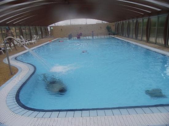 Camping Le Montant : piscine couverte