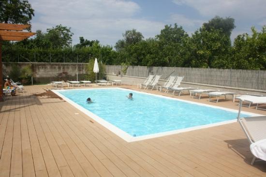 B&B Il Roseto: Pool at Il Roseto