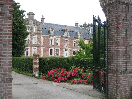 Chateau de Behen : View from main gates.