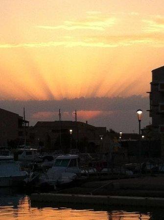 Le Carénage : lever du jour terrasse barracuda