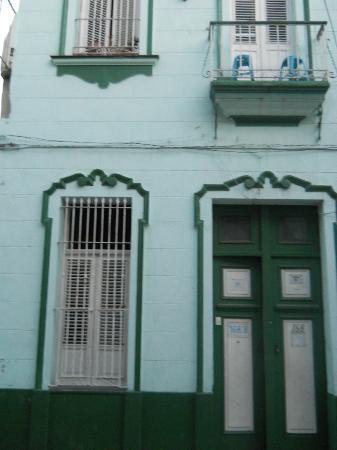 Lourdes jose e la mascotte dele casa picture of casa de lourdes y jose havana tripadvisor - Casa de lourdes ...
