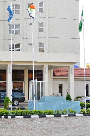 Westwood Hotel Ikoyi: Hotel Front