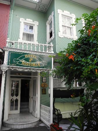 Historia Hotel: Daytime Exterior