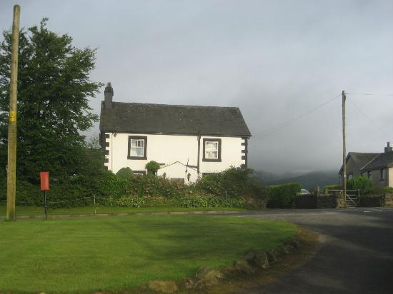 Netherdene Country House Bed & Breakfast: A rare bit of sun on B&B with clouds hiding the hills behind