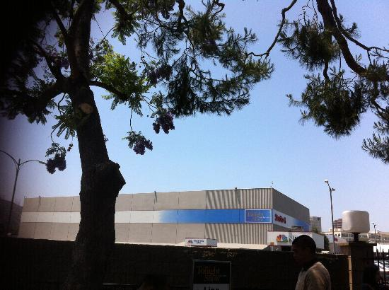 The Tonight Show with Jay Leno : Studio outside