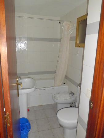 Acuarium II Apartments: BAÑO