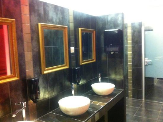 City Design Hostel: bathroom