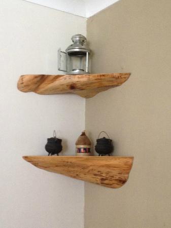 Gloria's Food: wooden corner shelves