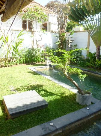 Dampati Villas : Private pool and gardens