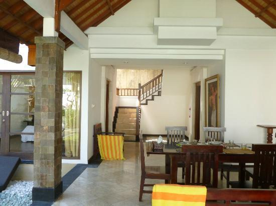 Dampati Villas: Living/dining area