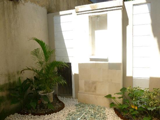 Dampati Villas: Outdoor shower