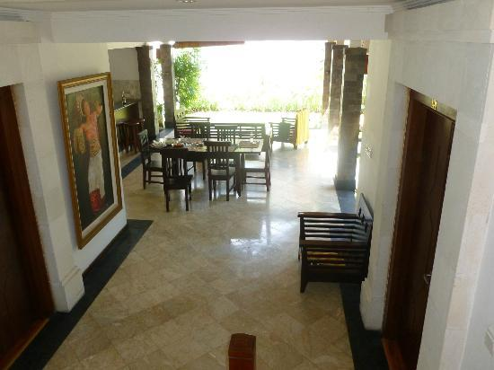 Dampati Villas: Dining area