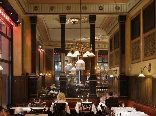 Centrál Kávéház: Grand Café interior.
