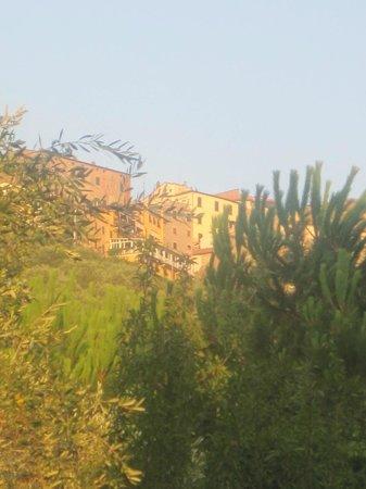 Camping Village Il Fontino : vista dal campeggio - borgo Scarlino