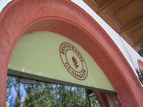 Guadalupe Hotel: Entrance