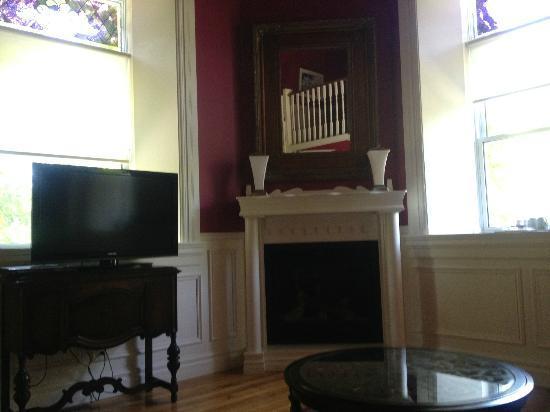 BranCliff Inn: Cranberry Suite