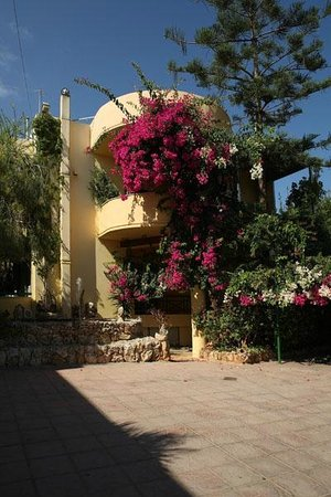 Atsipopoulo, Greece: front of hotel