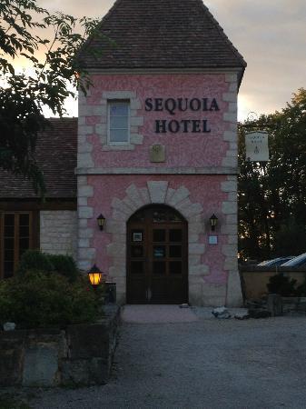Sequoia Hotel: Entrée de l'hôtel