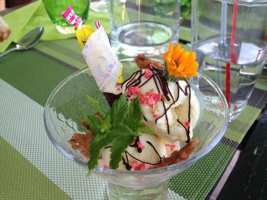 """La Mandragore: Dessert menu """"boutchou"""""""