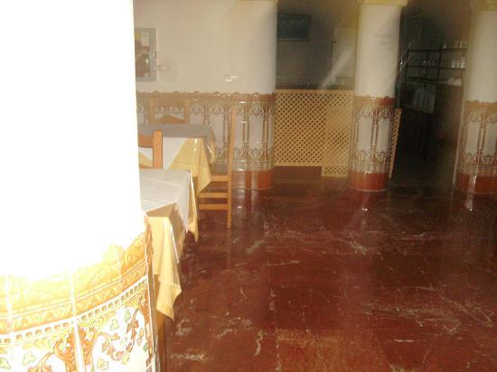 هوتل كارمن تيريزا: dining area 