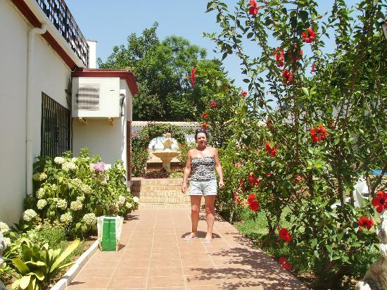 Hotel Carmen Teresa: garden area