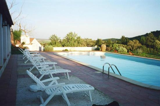 Herdade do Monte Branco: wonderful pool area with BBQ and lounge