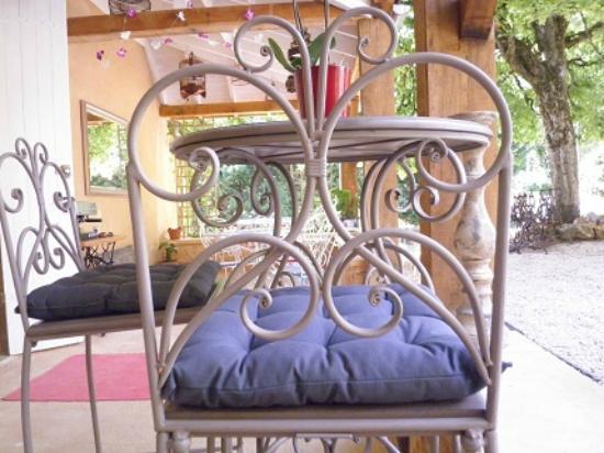 Les Trois Jardins: Outside table