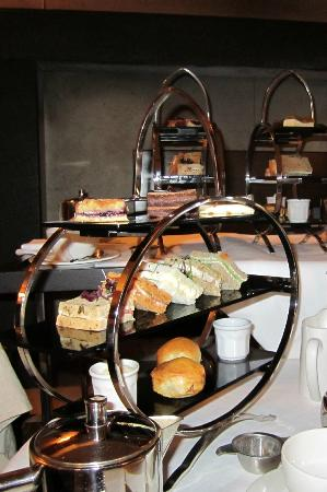 The Marylebone: Afternoon tea in the lounge