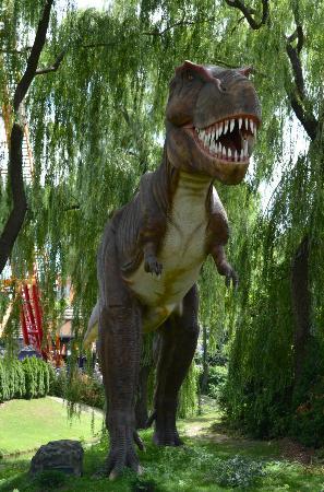 Canada's Wonderland: Dinosaurs Alive! exhibit