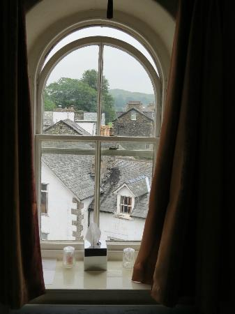 Holly-Wood Guest House: View from the arched window