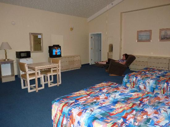 Motel 6 Globe: Large room