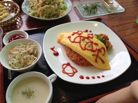 Papaiya: オムライス、ボリューム満点です。私はパパイヤの天ぷらがオススメです。