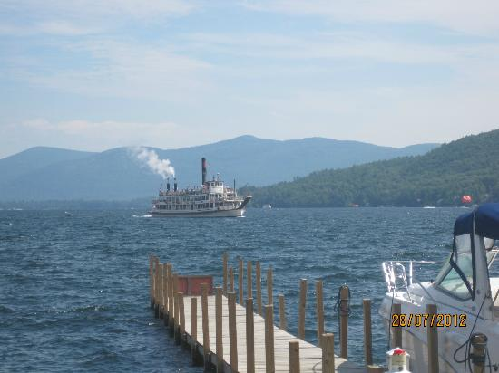 The Tiki Resort: Steamship on Lake