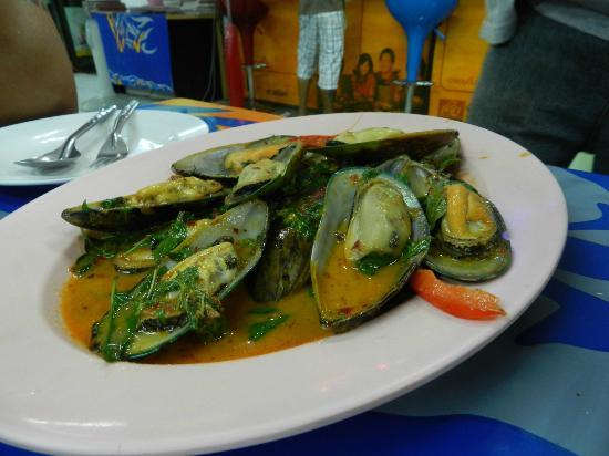 Mit Samui Restaurant: Sauteed mussels in spicy tamarind sauce