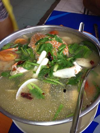 Mit Samui Restaurant: Delicious spicy crab & seafood soup