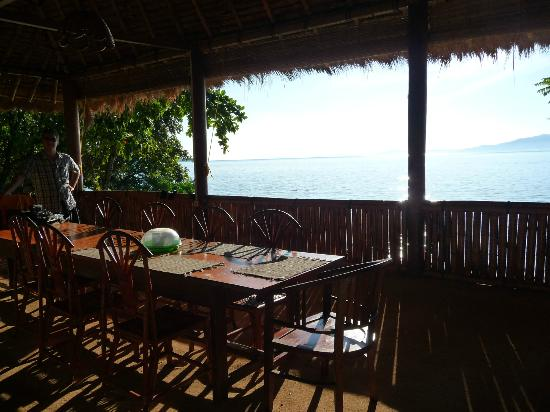 Raja Laut Dive Resort: The restaurant with sea view