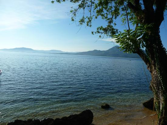 Raja Laut Dive Resort: Beach view