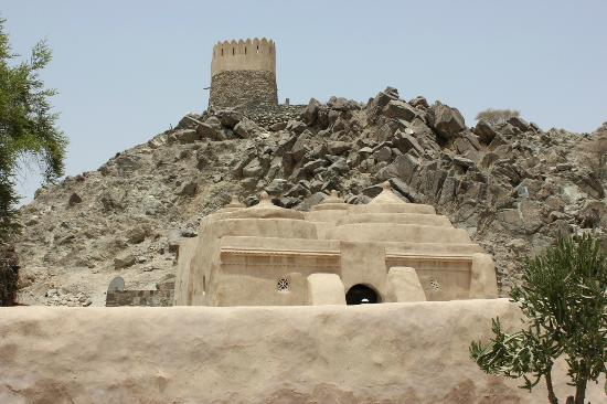 Al Badiyah Mosque: View of the Mosque + tower