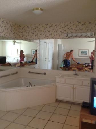 Brunswick Plantation Golf Resort: hot tub