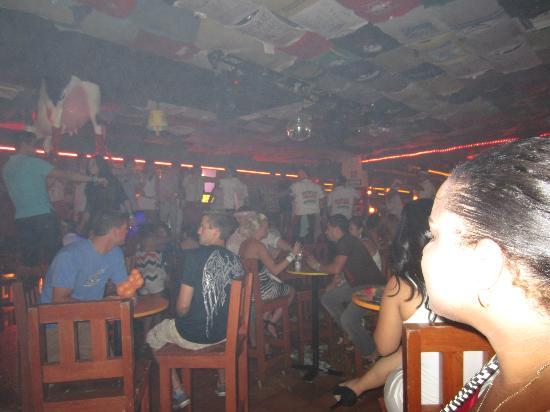 Carlos'n Charlie's: Dancing on the Bar