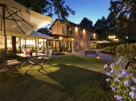 Savoia Hotel Country House: Hotel Esterno Sera