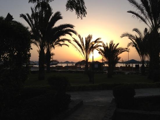 Menaville Resort : View At Sunrise