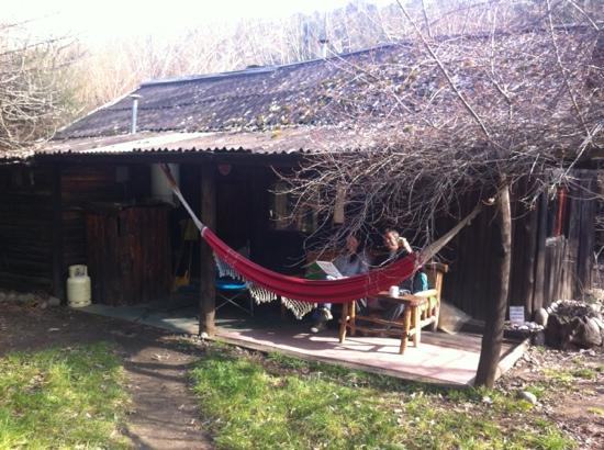 La Casa del Viajero: Our dorm. Too cold for hammock!